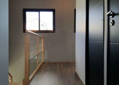 Bretagne - Cuisine noire, escalier palier portes