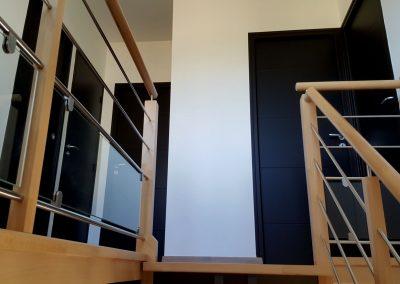 Bretagne - Cuisine noire, escalier, portes