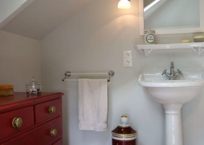 Petite salle de bains - Lavabo, puits de lumière