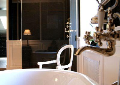 Salle de bains Black & White - Détail robinetterie